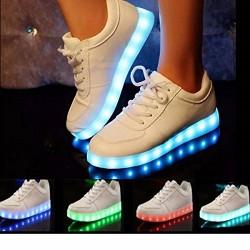SOLMORE Une Paire de Chaussure LED Lumineux 7 Changements de Couleur Réglable Rechargeable avec USB Prise Unisexe Décoration pou